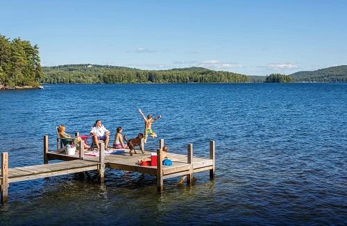 New Hampshire nằm về phía Đông Bắc Mỹ thuộc vùng New England. Với khí hậu bốn mùa rõ rệt, cảnh quan xinh đẹp quanh năm và lòng nhiệt thành, hiếu khách của người dân bản địa, New Hampshire luôn có vẻ cuốn hút đối với du học sinh quốc tế.