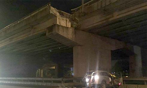 Tranh cãi xung quanh vụ ôtô 7 chỗ lao từ cầu cạn xuống đất