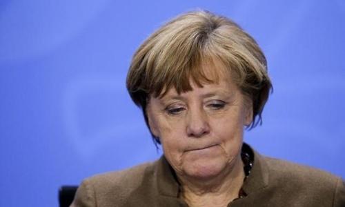 Bà Merkel mắc kẹt trong 'thùng thuốc súng' nước Đức