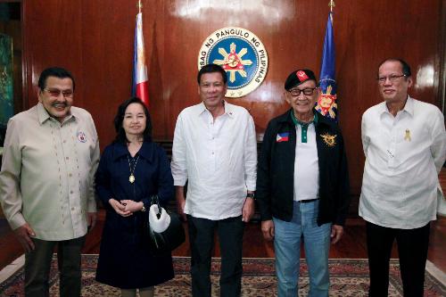 5 đời tổng thống Philippines họp bàn chiến lược đàm phán với Trung Quốc