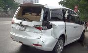 Dừng đột ngột, ôtô chở 3 người Trung Quốc bị xe tải húc