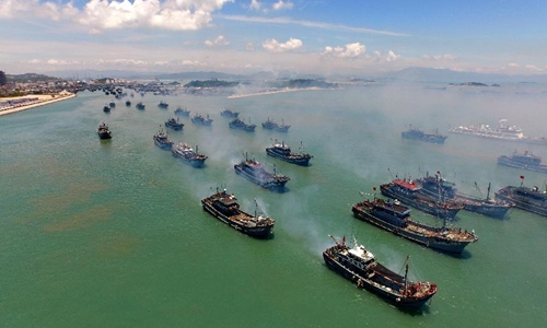 Fishing boats set sail from Tongling port in Dongshan County, southeast Chinas Fujian Province, Aug. 1, 2015. A three-month seasonal fishing ban in the sea area south of 26.5 degrees north latitude was lifted on Saturday. (Xinhua/Zhang Guojun)