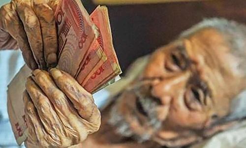 Cựu nhân viên ngân hàng giữ thói quen đếm tiền dù đã hơn 100 tuổi