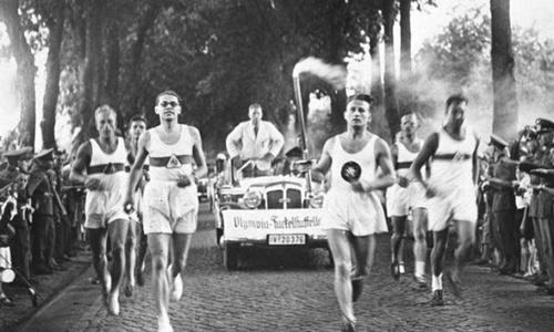 Nghi thức rước đuốc Olympic đầu tiên và mục đích tuyên truyền của Hitler - ảnh 1