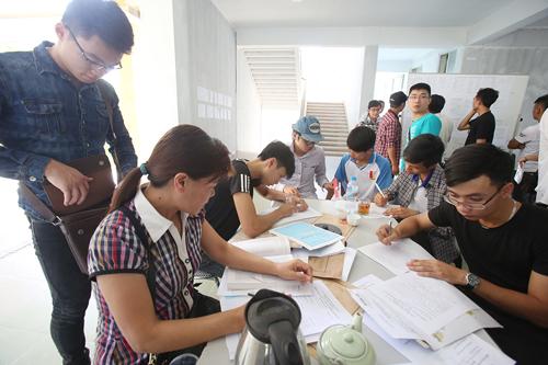 Bộ trưởng Giáo dục đề nghị trường top trên xét tuyển cao hơn mức sàn