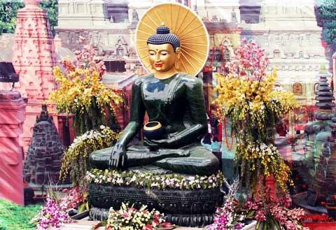 tuong-phat-ngoc-hoa-binh-the-gioi-den-thai-nguyen