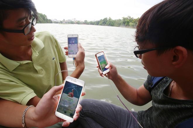 Khí thế 'bắt Pokemon' hừng hực khắp Hà Nội