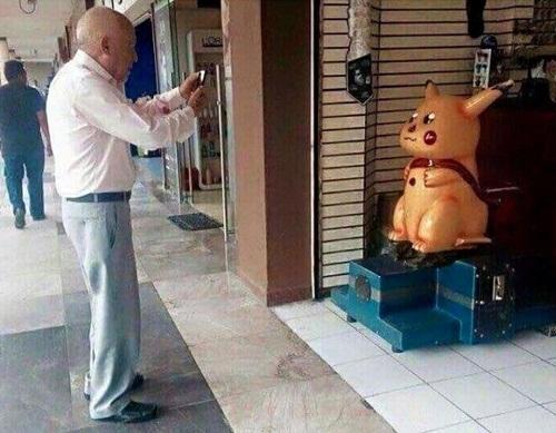 Những tình huống 'khó đỡ' khi chơi Pokemon Go  Anh-che-Pokemon-Go-5-1766-1470834376