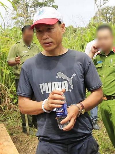 Lâm tặc bị bắt giữ. Ảnh: Khánh Hương