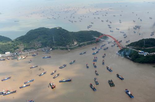 Tàu cá Trung Quốc ở Hải Nam ồ ạt kéo xuống Biển Đông đánh bắt. Ảnh: ChinaNews