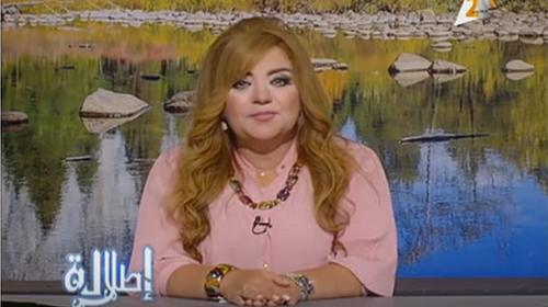[Caption]Khadija Khattab, nữ MC của kênh Channel 2, muốn khán giả đánh giá xem liệu thân hình của cô có quá khổ đến mức phải tạm dừng công việc không.