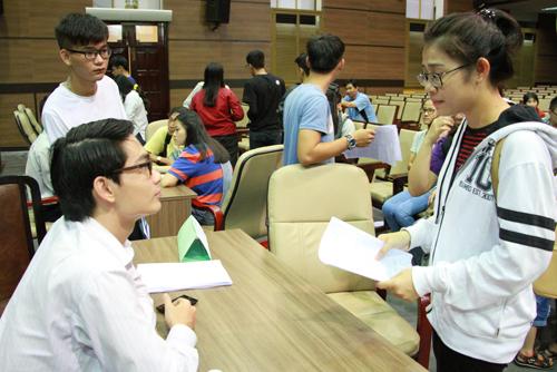 Hàng chục đại học ở TPHCM hạ điểm xét tuyển bổ sung
