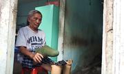 Tình yêu của người đàn ông nuôi vợ mù ở Sài Gòn