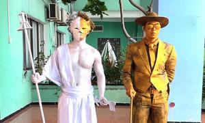 Nghề 'hóa tượng' kiếm 2 triệu một ngày của giới trẻ Sài Gòn