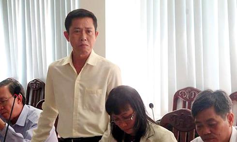 Hiệu trưởng ở Sài Gòn khóc khi nói về lệnh cấm dạy thêm
