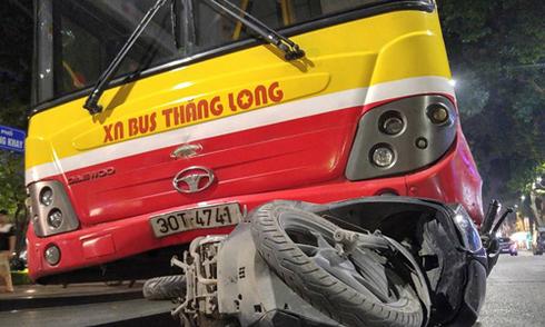 Xe buýt đâm một phụ nữ tử vong ở trung tâm Hà Nội