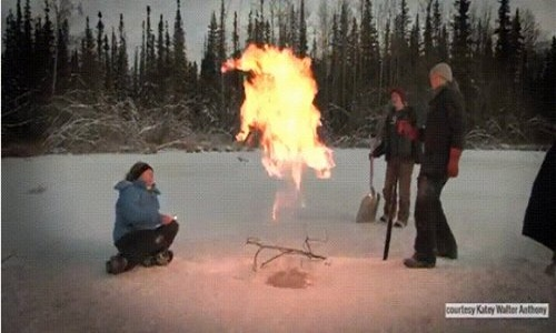 Hồ sủi bọt, bốc cháy phừng phừng ở Bắc Cực