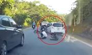Ôtô điên tông 6 người đi xe máy ngã hàng loạt