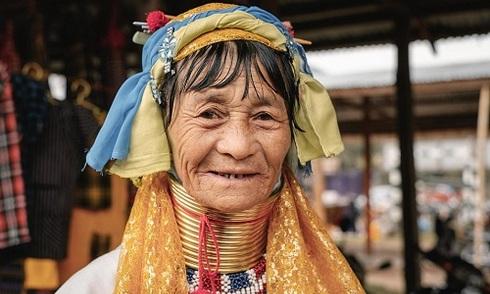 Tục căng cổ bằng vòng đồng của phụ nữ Myanmar