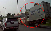 Camera chộp cảnh xe khách tạt đầu bị ôtô tải húc đuôi