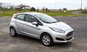 Nữ U40 đi Ford Fiesta hatchback hay Suzuki Swift Special?