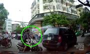 Phụ nữ chạy xe tay ga ngã úp mặt trước đầu ôtô