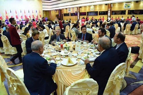 Chủ tịch nước Trần Đại Quang và Tổng thống Pháp Francois Hollande tham dự tiệc chiêu đãi. Ảnh:Giang Huy
