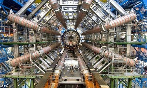 Một nhà khoa học đang làm việc bên trong LHC. Ảnh: Caludia Marcelloni/CERN.
