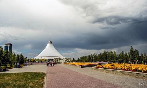dam-may-giong-mat-chua-tren-bau-troi-kazakhstan