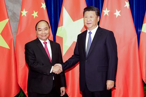 Thủ tướng Nguyễn Xuân Phúc bắt tay Chủ tịch nước Trung Quốc Tập Cận Bình tại