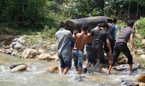 200 người vào rừng tìm kiếm 5 phụ nữ bị lũ cuốn mất tích