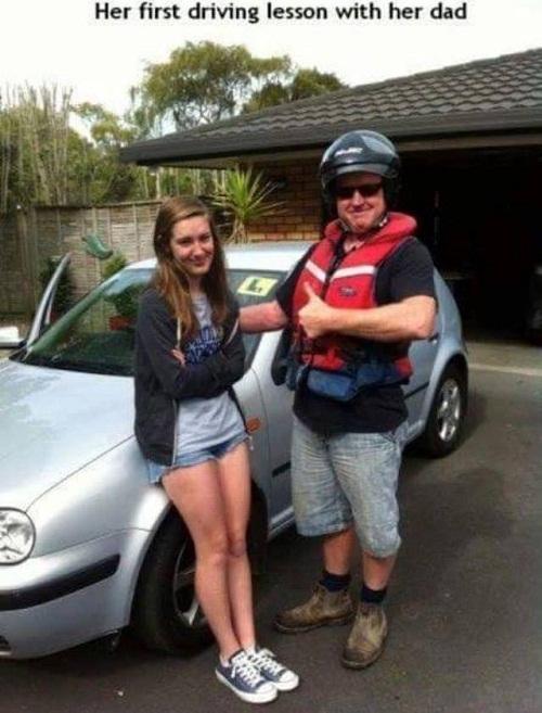 Ngày đầu tiên dạy con gái lái xe.