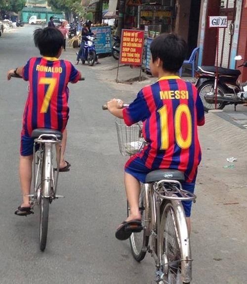 Ronaldo và Messi là đôi bạn thân.