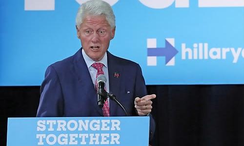 Ông Clinton nói Kim Jong-un hiếu chiến hơn cha và ông nội. Ảnh: Yonhap.