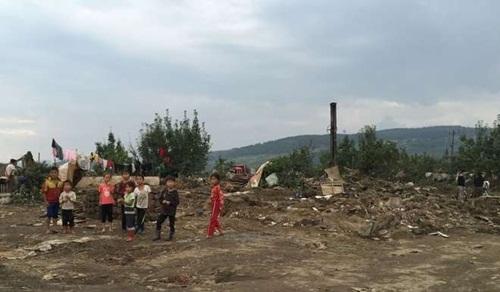 Trẻ em tại vùng chịu thiệt hại của lũ lụt ở Triều Tiên. Ảnh: AFP