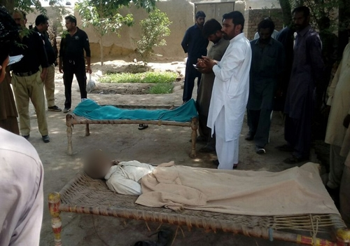 Pakistani police officials stand around the bodies of a woman and her alleged boyfriend who were hanged to death by the womans father, brother and husband in the village of Chak 56, around 55 kilometres northeast of the central city of Multan, on September 15, 2016. A Pakistani mother-of-three and the man she was allegedly having an affair with were hanged from a tree on September 15, with police blaming her husband, brother and father for carrying out the killings. Hundreds of so-called honour killings, in which the victim, normally a woman, is killed by a male relative or relatives for bringing shame to the family are carried out in Pakistan every year.