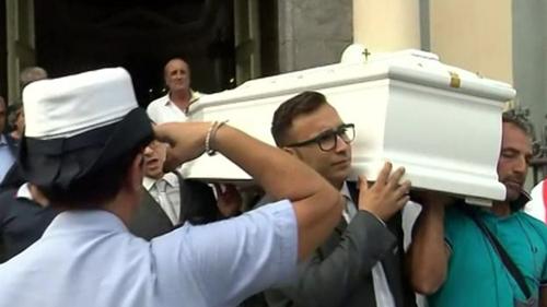 Đám tang của Cantone đã được phát sóng trực tiếp với rất đông người tiễn đưa cô.