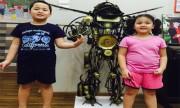 Bố chế robot Transformer cao 1,5m tặng con dịp Trung thu