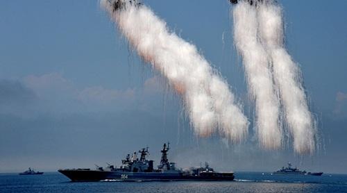 Tàu chống ngầm Đô đốc Tributs của Nga, một trong các tàu tham gia Joint Sea 2016. Ảnh: RT