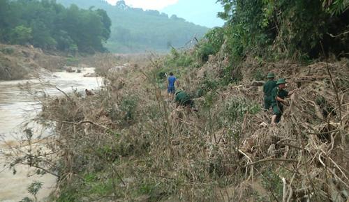 Quần thảo 50km sông suối tìm kiếm 3 phụ nữ bị lũ cuốn