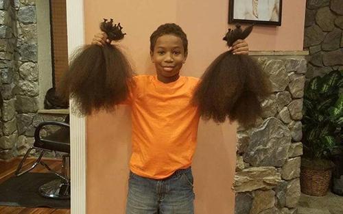 Số tóc củaThomas Mooređủ để làm ra 3 bộ tóc giả cho các trẻ em mắc ung thư.. Ảnh:Twitter
