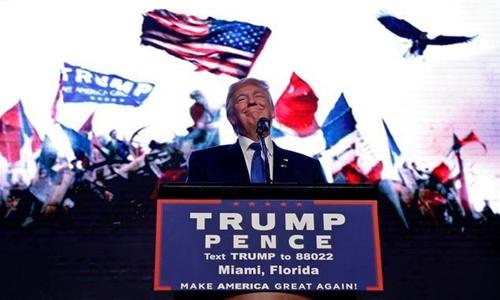 Ông Trump kêu gọi giải giáp lực lượng vệ sĩ của bà Clinton. Ảnh: Reuters.