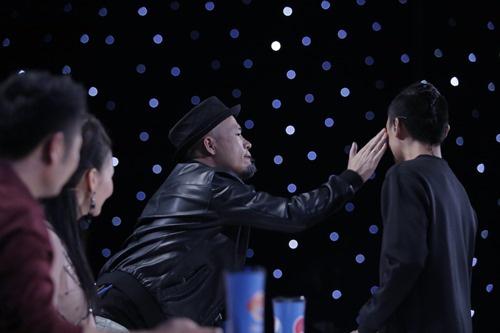 kieu-nu-mang-ma-tuy-da-thuoc-lac-di-choi-dem-xuc-dong-mang-xh-9