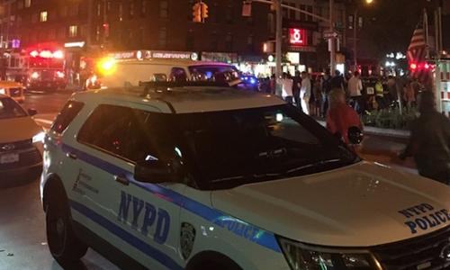 Cảnh sát có mặt tại hiện trường vụ nổ. Ảnh: Pix 11.