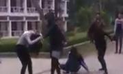 5 nữ sinh đánh nhau trong sân trường đại học