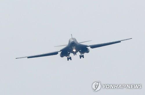 Máy bay B-1B hôm nay hạ cánh xuống căn cứ Osan, Hàn Quốc. Ảnh: Yonhap