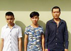 Nhóm thanh niên đâm chém người vì tội không mặc áo. Ảnh: CA