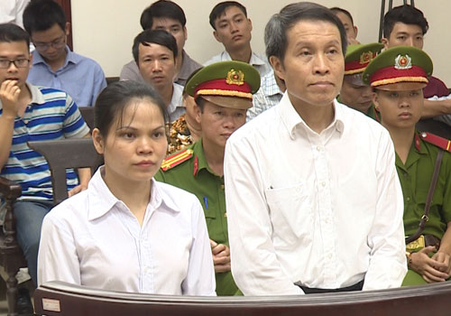 Hai bị cáo tại phiên toà phúc thẩm.
