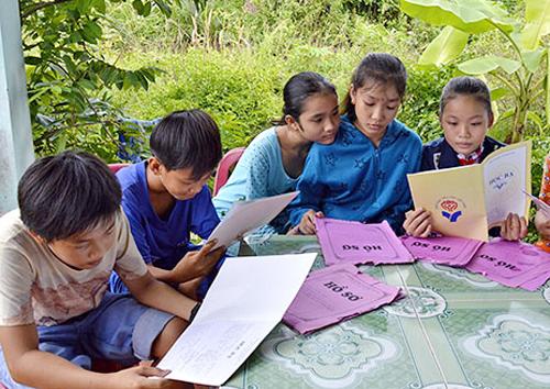 Có đến 39 học sinh lớp 6 ở xã Tân Hải, huyện Phú Tân chưa có nơi để học do trái tuyến. Ảnh: Phúc Hưng
