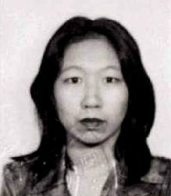 chiec-dau-nguoi-trong-thu-nhoi-bong-gay-chan-dong-hong-kong-thap-nien-90-1
